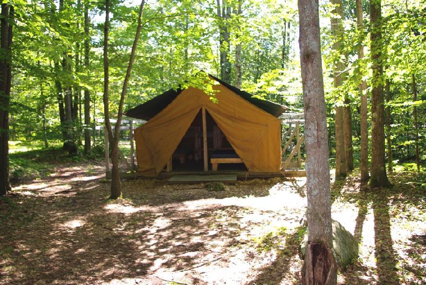 874_Hogan_left_tent_closer